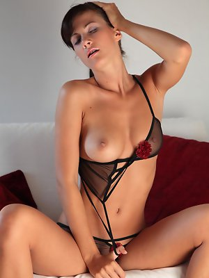 Lovely Lauren Crist knows just how to tease a man and keep him on the edge. Watch this gorgeous beauty tease and tantalize you in her latest movie The pics ~ hot-pussy.cc